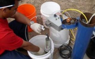Как достать насос из скважины если он застрял