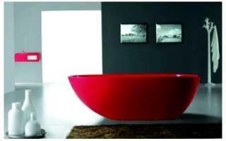 Красная ванна – яркий акцент для необычного интерьера