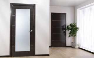 Темные двери в интерьере: в чем их преимущества и с чем сочетать?