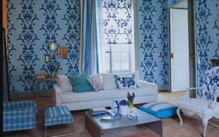 Гостиная с сиреневыми, голубыми, синими обоями